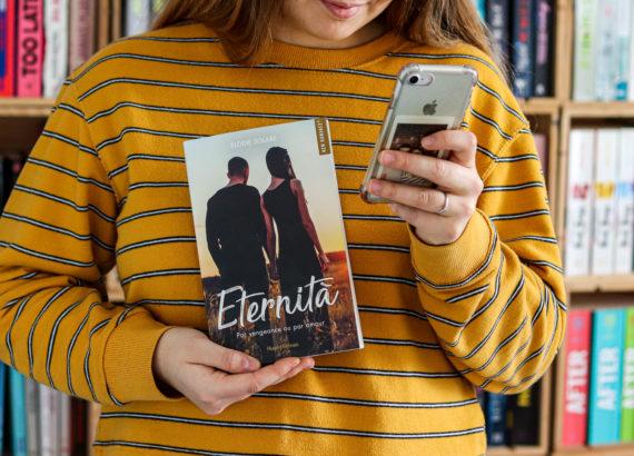 eternità elodie solare hugo new romance et fille en pull jaune avec iphone