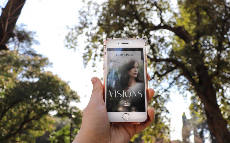 visions de flora armonie en ebook sur un iphone au milieu d'un parc