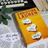 love and other words christina lauren avec des livres et une plante